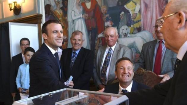 फ्रान्समा चुनावः राष्ट्रपति म्याक्रोनको पार्टीलाई स्पष्ट बहुमत
